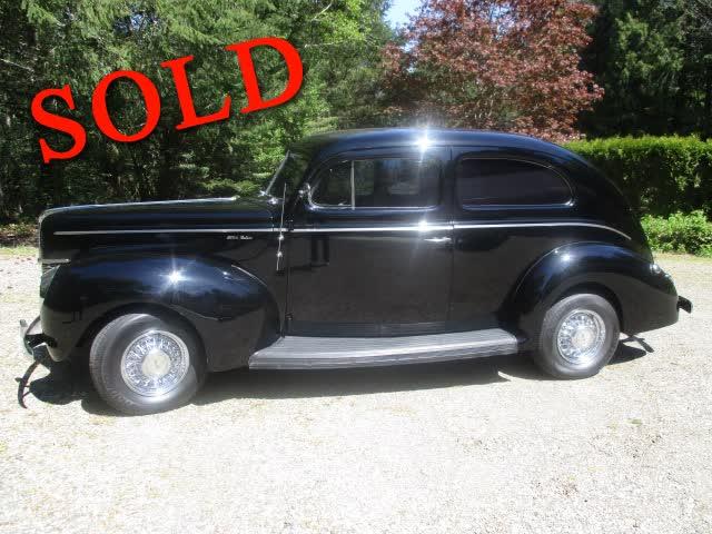1940 Ford Deluxe 2 Door Sedan