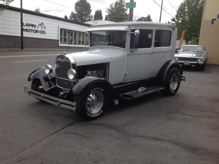 1929 Ford Model A Sedan (Hot Rod)