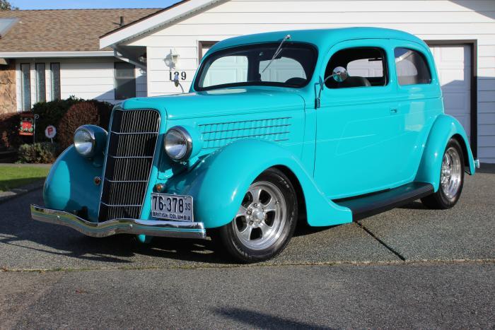 1935 Ford 2dr Sedan Flatback