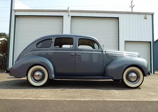 1939 Ford Deluxe 4 Door Sedan